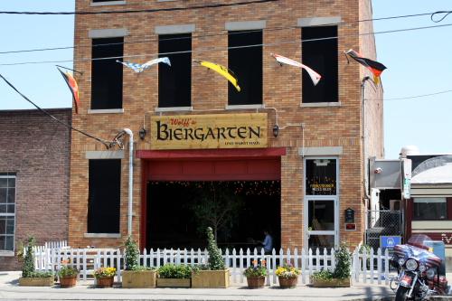 Biergarten Und Wurst Haus